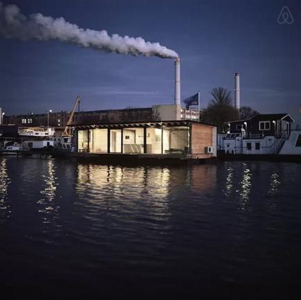 Modern boat14