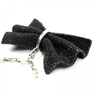 Shagreen bow tie necklace zo landing 3